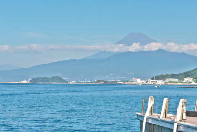 桟橋より富士山を望む