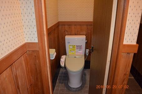 囲炉裏横のトイレ