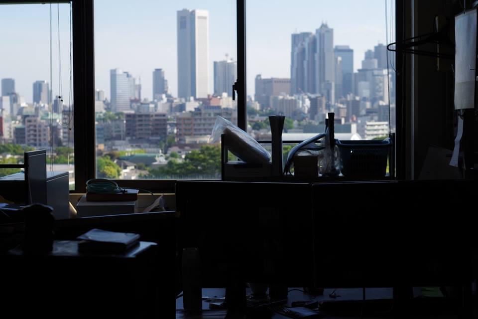 渋谷‐駒場から見た新宿副都心の高層ビル街 東京大学の院生部屋の様子