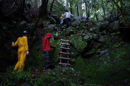 高知県黒瀬川帯の岩石サンプル採集
