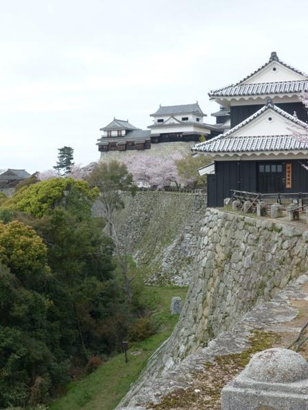 松山城 屏風折の石垣、馬具櫓、小天守、南隅櫓
