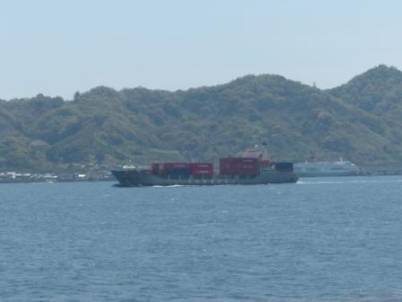 興居島の風景 3 貨物船