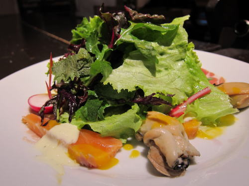 スモーク牡蠣&サーモンサラダ仕立て