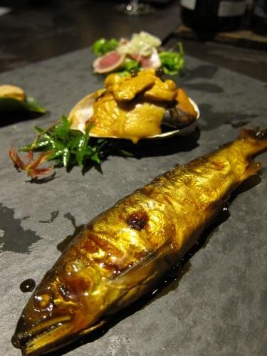 前菜4種 鮎の甘露煮・アワビのウニ焼き・本鮪のオリエンタル・いぶりがっこ