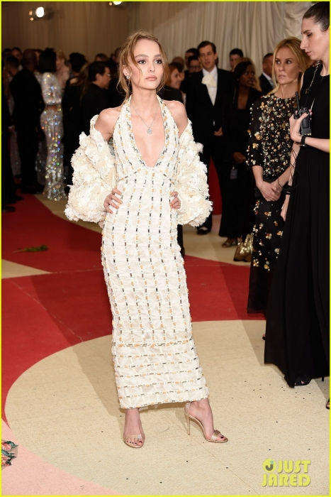 lily-rose-depp-makes-her-met-gala-red-carpet-debut-01167.jpg