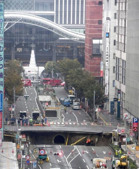 Mainichi-20161108_Hakataekimae-Kanbotsu-1055.jpg