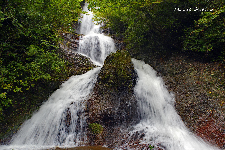 雨上がりの滝
