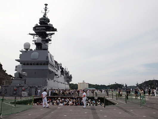 いずも飛行甲板艦06-20160611