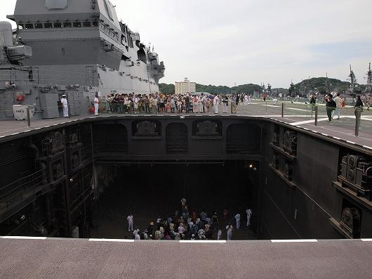 いずも飛行甲板艦07-20160611
