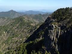 写真 2新緑の山上ヶ岳から吉野方面-s