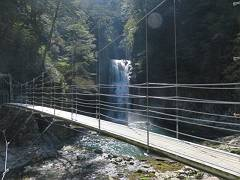 07堂倉の滝 マイナスイオン100。-s