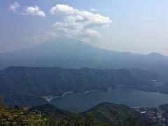 十二ヶ岳からの富士山と西湖-s