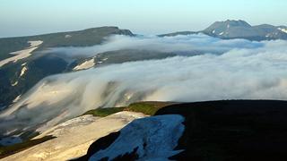 03白雲岳避難小屋から滝雲