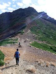 02中岳から赤岳を望む