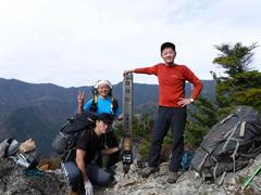 05鶏冠山で記念撮影