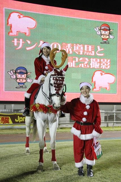 サンタの誘導馬と記念撮影