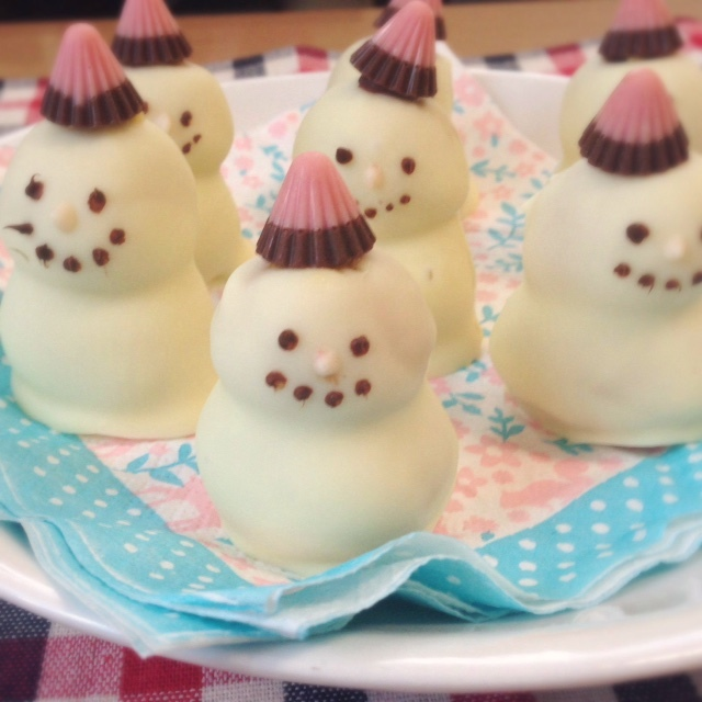 雪だるまケーキポップ