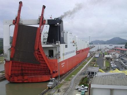 Ship_PassingTthroughPanamaCanal S