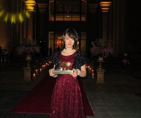 【画像】藤田菜七子ちゃんのキュートでエレガントなドレス姿来たよ