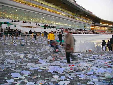 競馬場 汚い