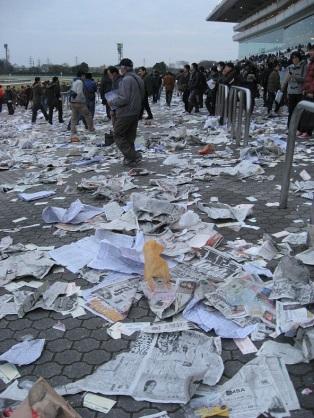 中山競馬場 2014 有馬記念 ゴミ