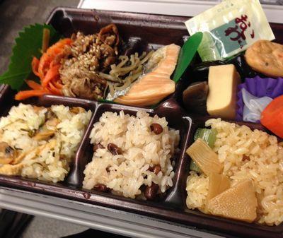 新横浜駅ビルでおこわ弁当購入(ブログ)