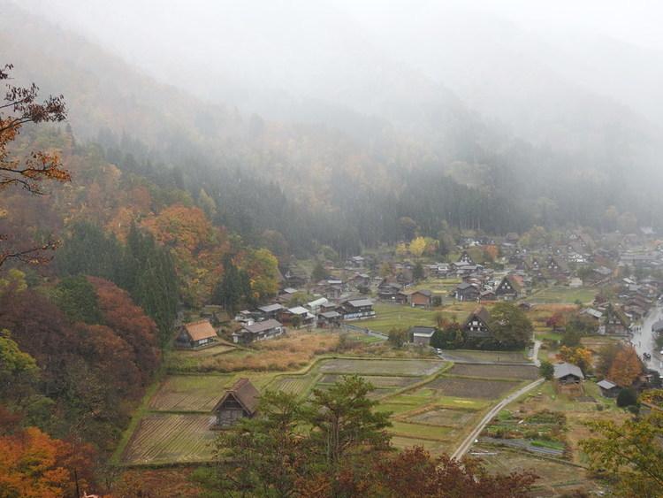 白川郷 初雪11月9日 ①