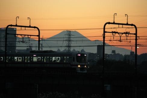 8000系と富士山