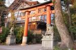 夕日に輝く宇治神社