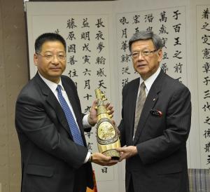 何振良の沖縄県庁表敬訪問