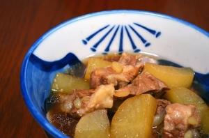 2016/11/02/豚バラ軟骨と大根の酢煮