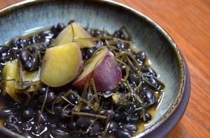 2016/11/18/薩摩芋と昆布、黒小豆の煮物