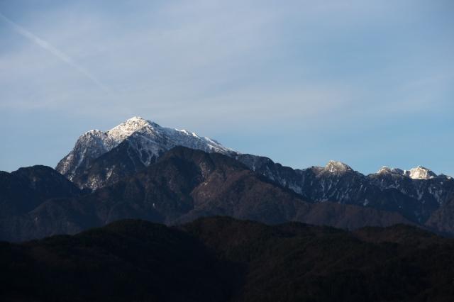 白銀に輝く甲斐駒から鋸岳の稜線