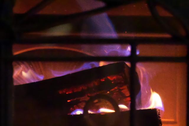 薪ストーブの炎-03