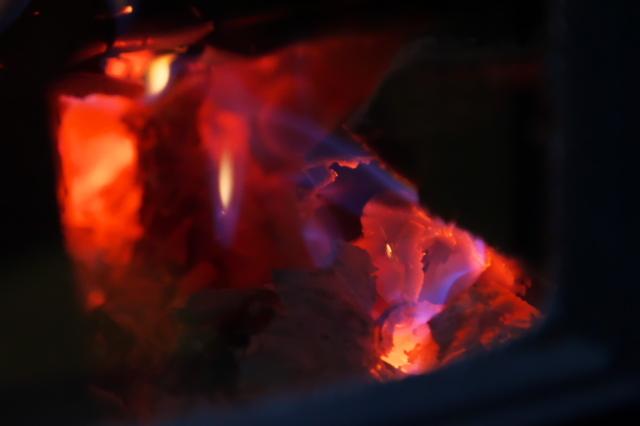 薪ストーブの炎-04