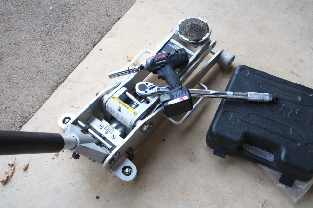 タイヤ交換-工具-01