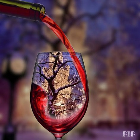 グラスにワイン
