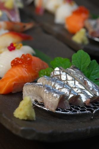 秋刀魚の刺身と握り寿司