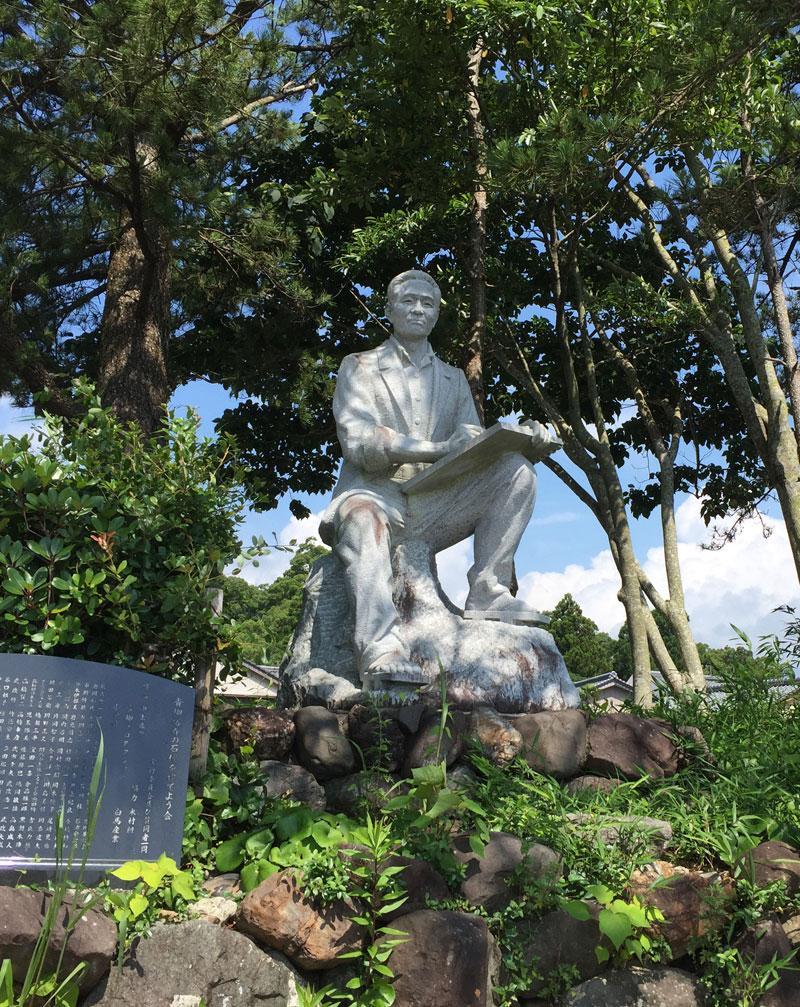 青柳さん石像
