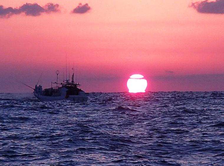 朝焼け漁-2