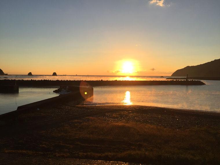 朝陽の浜-1