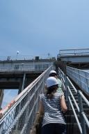 ダム天端へと続く急階段