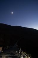 伊吹山スカイテラス展望台から見た山頂と三日月