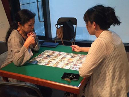カードミュージアムでカードリーディングをする私達③