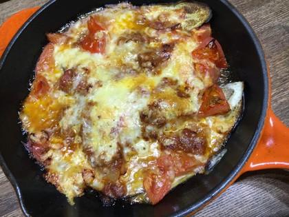 スキレットでなすとトマトのチーズ焼き