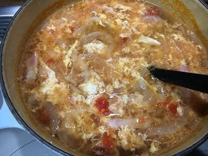 ベーコンとタマネギのふわふわ卵スープ