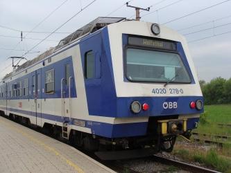 カルヌントゥム行きの列車