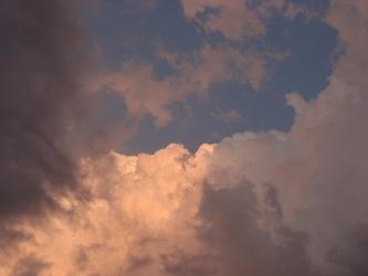 橙色の雲と影