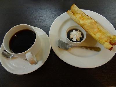 グリーンハウスのトーストサンドとコーヒー