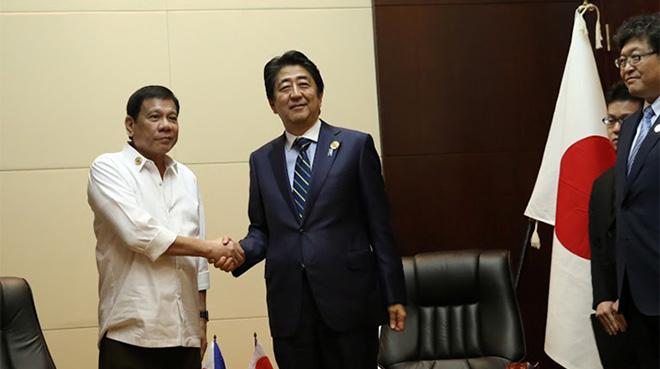 ドゥテルテ大統領と阿部首相サミット